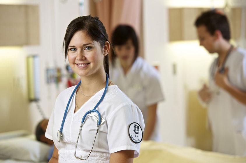 Özel Hastanelere 122 Yabancı Sağlıkçı Geldi